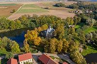 Zamek w Bagieńcu - Widok z lotu ptaka od południa, fot. ZeroJeden, X 2013