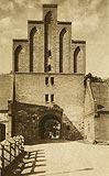 Bierzgłowo - Brama zamkowa w Bierzgłowie na pocztówce z 1921 roku