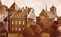 Zamek w Braniewie - Zamek w Braniewie przebudowany na szkołę na zdjęciu z początków XX wieku