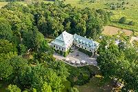 Zamek w Chlewiskach - Widok zamku na zdjęciu lotniczym, fot. ZeroJeden, VI 2019