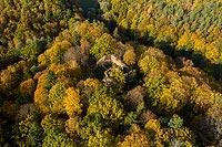 Zamek Cisy w Cisowie - Zamek na zdjęciu lotniczym, fot. ZeroJeden, X 2020