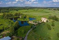 Zamek w Ćmielowie - zdjęcie lotnicze, fot. ZeroJeden, VII 2020