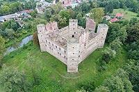 Zamek w Drzewicy - Widok zamku z lotu ptaka, fot. ZeroJeden VIII 2018