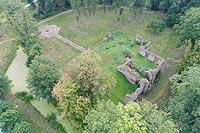 Zamek w Fałkowie - Widok zamku z lotu ptaka, fot. ZeroJeden VIII 2018