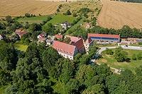 Zamek w Goli Dzierżoniowskiej - Zdjęcie lotnicze, fot. ZeroJeden, VII 2019