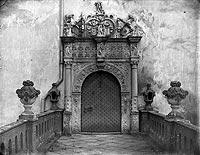 Zamek w Gościszowie - Portal wejściowy na zdjęciu z początku XX wieku