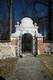 Zamek w Grodzisku - Brama w murze kościelnym, fot. ZeroJeden, IV 2006