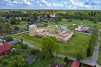 Zamek w Inowłodzu - Widok z lotu ptaka, fot. ZeroJeden, V 2020