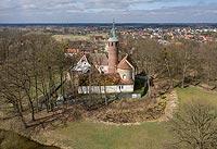 Zamek w Karłowicach - Zdjęcie lotnicze, fot. ZeroJeden, IV 2021