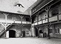 Zamek w Kętrzynie - Dziedziniec zamkowy na zdjęciu P.Schulza z okresu międzywojennego