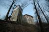 Zamek w Korzkwi - Wieża z wtórnie przebitym przejazdem bramnym, fot. ZeroJeden, IV 2006