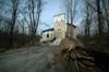 Zamek w Korzkwi - Widok od wschodu, fot. ZeroJeden, IV 2006