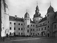 Kostrzyn - Dziedziniec zamkowy na przełomie XIX i XX wieku