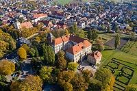 Zamek w Koźminie - Widok z lotu ptaka od południowego-zachodu, fot. ZeroJeden, X 2013