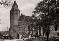 Koźmin - Zamek w Koźminie na pocztówce z około 1940 roku