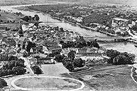 Zamek w Krośnie Odrzańskim - Krosno Odrzańskie z zamkiem na pierwszym planie na zdjęciu z 1931 roku
