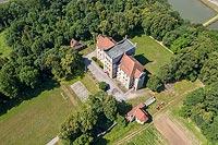 Zamek na Mirowie w Książu Wielkim - Widok zamku na zdjęciu lotniczym, fot. ZeroJeden, VI 2019