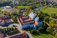 Zamek w Lutomiersku - Zdjęcie lotnicze, fot. ZeroJeden, X 2019