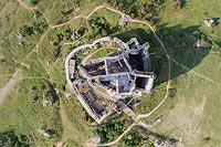 Zamek Mirów - Widok zamku z lotu ptaka, fot. ZeroJeden VIII 2018