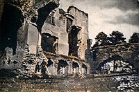 Zamek w Mokrsku Górnym - Ruiny zamku na widokówce z okresu międzywojennego