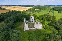 Zamek w Mokrsku Górnym - Zamek od strony wschodniej, fot. ZeroJeden, XI 2000