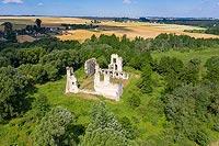 Zamek w Mokrsku Górnym - Widok zamku na zdjęciu lotniczym, fot. ZeroJeden, VI 2019