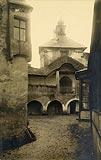 Zamek w Niedzicy - Dziedziniec zamkowy na zdjęciu z okresu międzywojennego