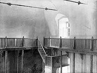 Zamek w Niepołomicach - Wnętrza zamku w Niepołomicach na fotografii z lat 1918-28