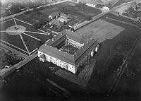 Zamek w Niepołomicach - Zamek w Niepołomicach na fotografii lotniczej z lat 1918-39