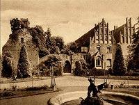 Zamek w Pęzinie - Zamek na zdjęciu sprzed II wojny światowej