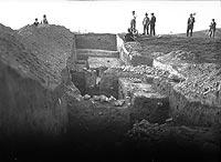 Zamek w Piekarach - Wykopaliska na zamku w Piekarach w 1932 roku