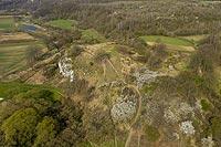 Zamek w Piekarach - Zdjęcie lotnicze, fot. ZeroJeden, IV 2021