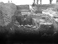 Piekary - Wykopaliska na zamku w Piekarach w 1932 roku