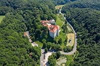 Zamek Pieskowa Skała - Widok zamku na zdjęciu lotniczym, fot. ZeroJeden, VI 2019