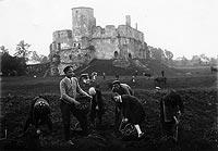 Zamek w Siewierzu - Zamek w Siewierzu na zdjęciu z okresu międzywojennego