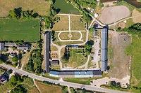 Fortalicja w Sobkowie - Widok zamku na zdjęciu lotniczym, fot. ZeroJeden, VI 2019
