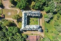 Dwór w Spytkowicach - Widok zamku na zdjęciu lotniczym, fot. ZeroJeden, VI 2019