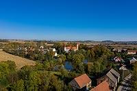 Zamek w Stoszowicach - Zamek na zdjęciu lotniczym, fot. ZeroJeden, X 2020