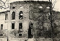 Zamek w Świerklańcu - Ruiny zamku w Świerklańcu na zdjęciu z 1949 roku