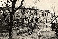 Zamek w Świerklańcu - Ruiny zamku w Świerklańcu na zdjęciu z lat 50. XX wieku