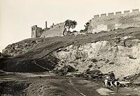 Zamek w Szydłowie - Mury zamkowe i miejskie na zdjęciu Henryka Poddębskiego sprzed 1939 roku