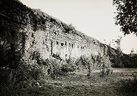 Szydłów - Mury miejskie w rejonie zamku na zdjęciu Henryka Poddębskiego z 1936 roku