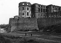 Zamek Krzyżtopór w Ujeździe - Zamek w Ujeździe na zdjęciu z okresu międzywojennego