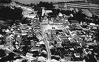 Zamek w Ujeździe - Ujazd z zamkiem na zdjęciu lotniczym z lat 30. XX wieku