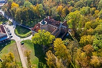 Zamek w Uniejowie - Widok od wschodu, fot. ZeroJeden, IV 2002