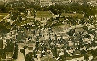 Zamek w Żarach - Żary z zamkiem na fotografii lotniczej z lat 30. XX wieku
