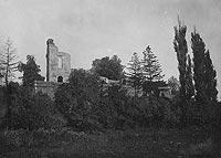 Zamek w Zawieprzycach - Ruiny zamku w Zawieprzycach na zdjęciu z lat 1918-1935