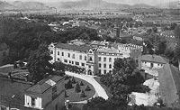 Zamek w Żywcu - Zamek w Żywcu, widok z wieży kościelnej na zdjęciu T.Zamojskiego z lat 20. XX wieku